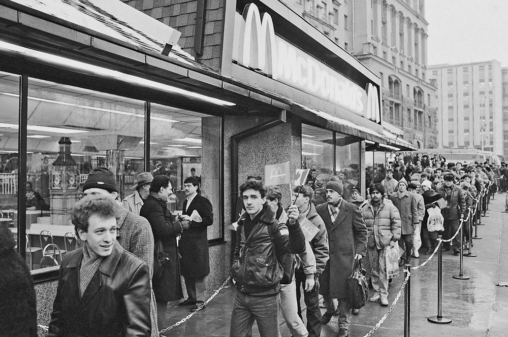 31 января 1990 года, у «Макдоналдса» на Пушкинской площади.