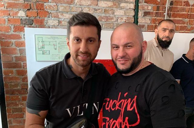 Денис Путилин — постоянный независимый эксперт, его можно увидеть на всех программах российского видеоблогера Амирана Сардарова.