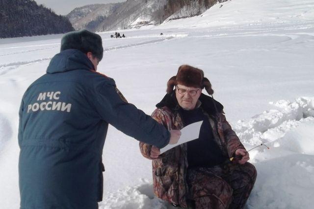 Зза выход на лёд при установленных знаках «Выход на лёд запрещен!» наказывают штрафом от 500 до 1 000 рублей.