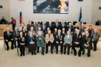 В Тюмени Дмитрий Кузьменко вручил медали ветеранам к 75-летию Победы
