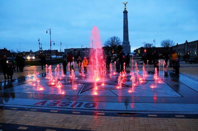 На центральной площади Гусева запустили фонтан