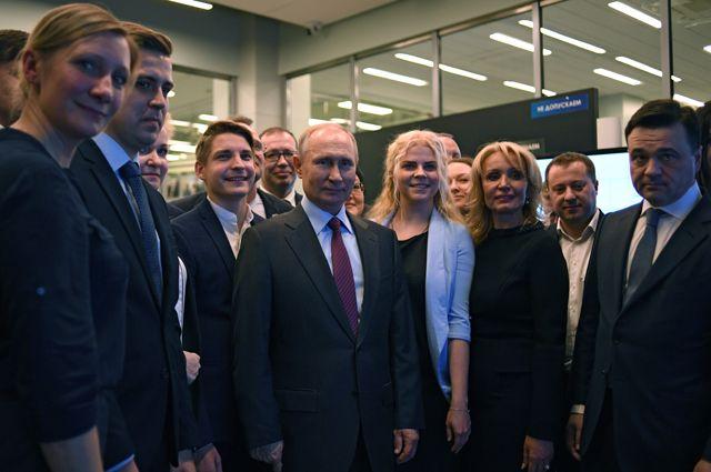 Президент Владимир Путин и губернатор Московской области Андрей Воробьёв в Центре управления регионом.