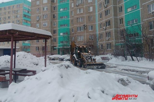 В мэрии Оренбурга вновь разбирались, как УК убирают снег и наледь.
