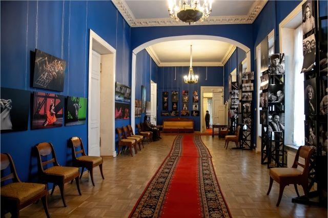 Фотовыставка «Соприкосновение» работает в Доме актера на Невском проспекте.