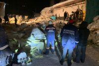 190 человек эвкуировались из здания самостоятельно, еще пятерых извлекли из-под завалов спасатели.