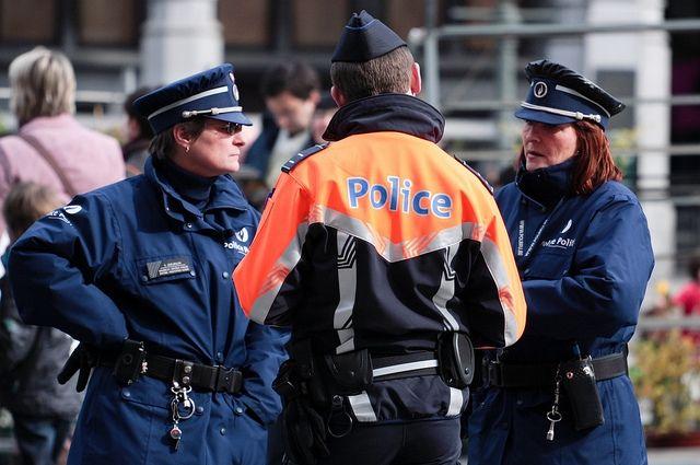 ВБельгии неизвестный сножом напал налюдей