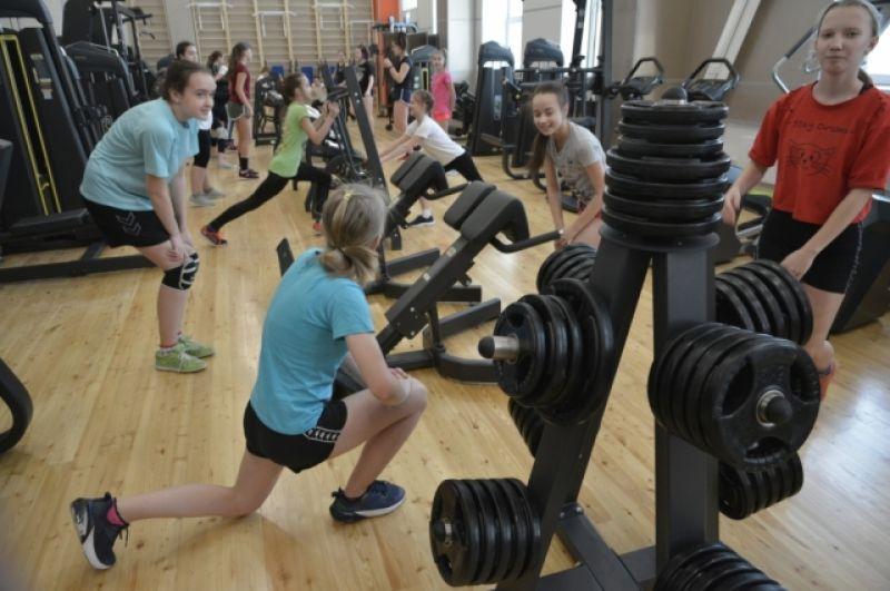 Говорят, тренажёрный зал по оснащению не уступает частным фитнес-центрам..