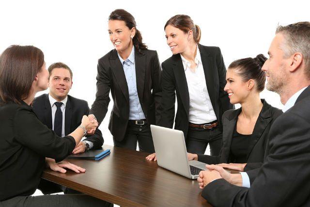 По статистике, самыми массовыми вакансиями в 2019 году стали менеджер по продажам, продавец-консультант и менеджер по работе с клиентами.