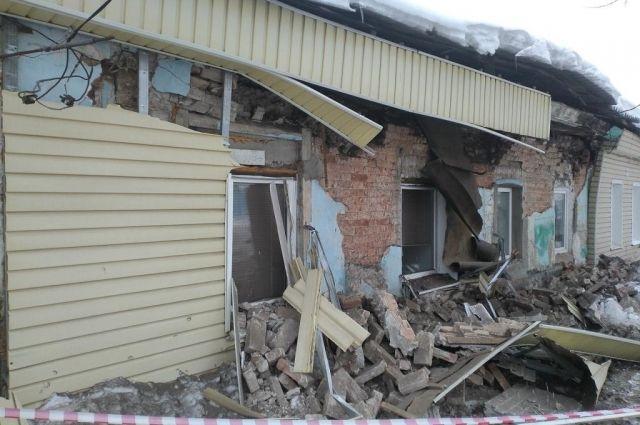 В Оренбурге в одном из жилых домов рухнула стена