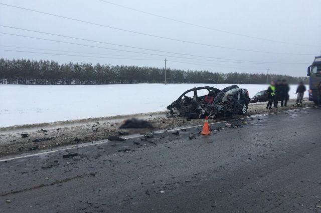 В Удмуртии водитель иномарки погиб в ДТП с большегрузом