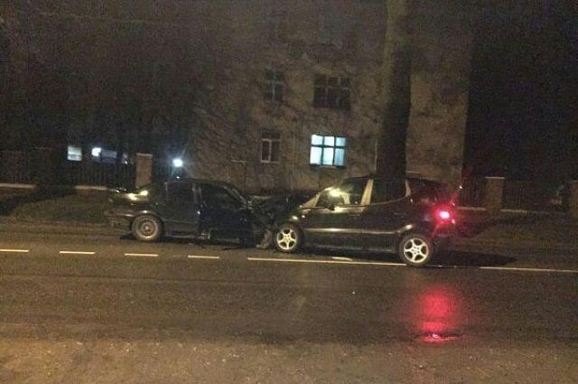Нетрезвая 22-летняя автоледи устроила ДТП на улице Емельянова