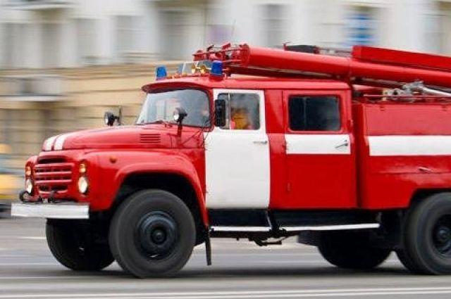 Спасатели приехали примерно через пять минут, после чего началась эвакуация жильцов верхних этажей.