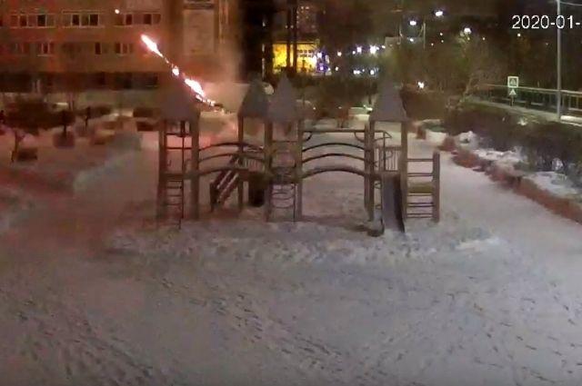 Тюменцев просят помочь в установлении виновных в пожаре на улице Логунова