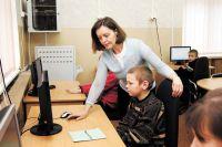 В сельских школах учителей не хватает.