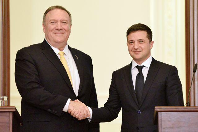 Госсекретарь США Майк Помпео вовремя совместной спрезидентом Зеленским пресс-конференции заявил, что Украина— «оплот икрепость между Восточной Европой иавторитаризмом».