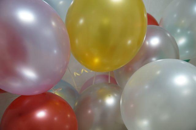 Задержанные упаковывали наркотики в воздушные шары и сбывали их через тайники-закладки.