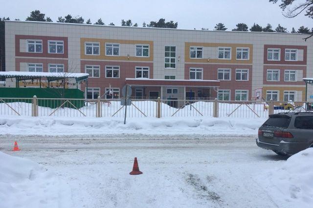 Авария произошла в Советском районе Новосибирска недалеко от образовательного центра с дошкольным отделением.