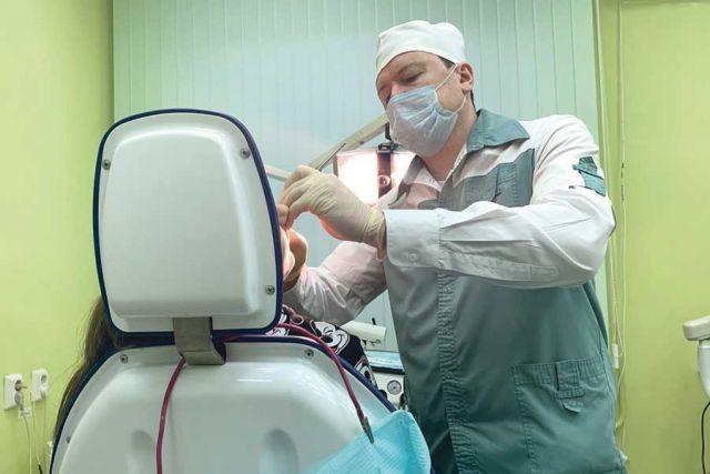 В поликлинике работают специалисты высокого профессионального уровня.