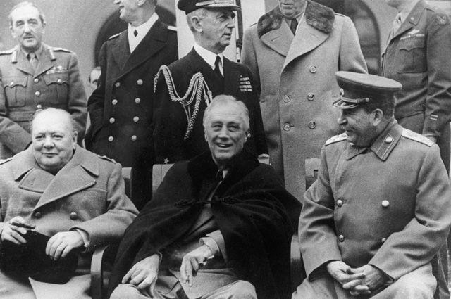 Уинстон Черчилль, Франклин Рузвельт и Иосиф Сталин.