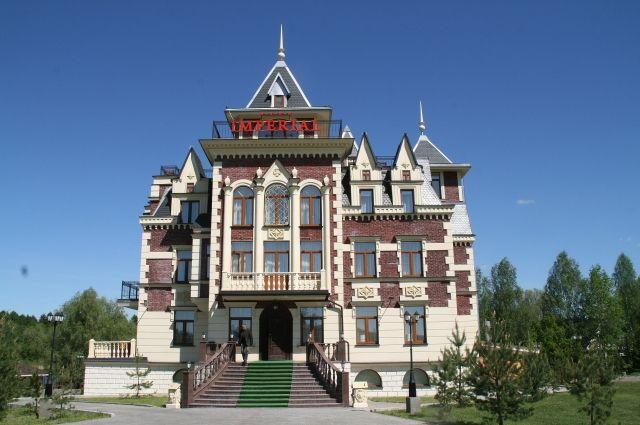 Уникальная архитектура – визитная карточка всех зданий, построенных Шеляпиным. Это отель «Империал». Согласитесь, напоминает замок!