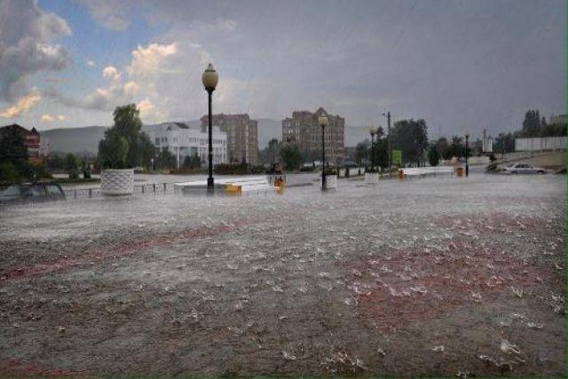 После ливня в Горячем Ключе жители станицы оказались отрезанными от города.