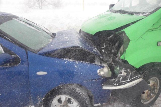 В Оренбурге в ДТП с иномаркой и «Газом» пострадали дети.