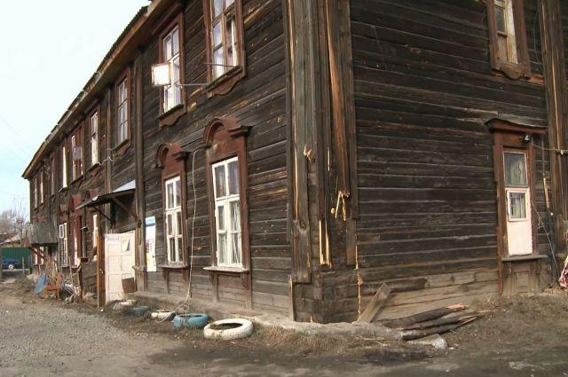 Барак на Самолётной в Екатеринбурге, жильцы которого просят его снести