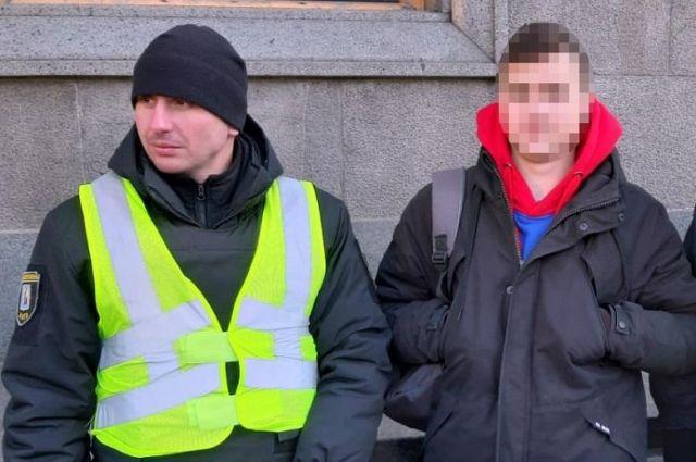 В центре Киева полицейские задержали парня с кастетом