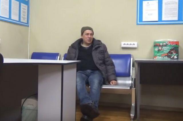 Дебоширом оказался 42-летний житель Астрахани, который возвращался домой с вахты.