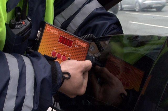 В Оренбурге в январе полицейские задержали за тонировку 660 водителей.