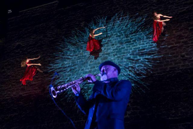 Откроется юбилейный фестиваль бесплатным уличным шоу «Гигант»
