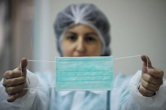 Власти обратились к новосибирскому производителю защитных масок с просьбой увеличить их выпуск.