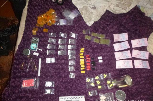 В Сумской области несовершеннолетнюю задержали за торговлю наркотиками