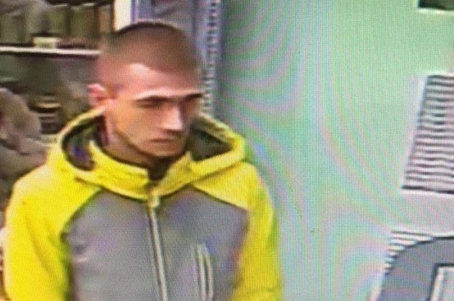 В Оренбурге полицейские разыскивают молодого человека.