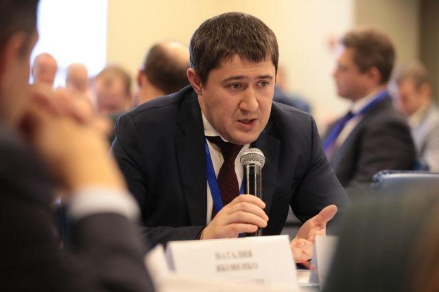 Однако общественник опасается, что чиновника могла испортить работа в Москве.