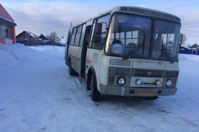 43-летний водитель автобуса «ПАЗ» не заметил пятилетнего ребёнка и зажал его дверьми.