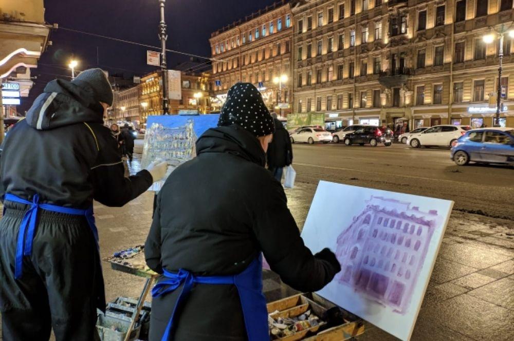 Они выстроились от Дворцовой площади до площади Александра Невского.