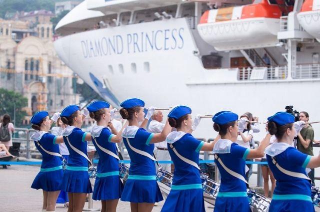 Жительница Владивостока оказалась на борту зараженного коронавирусом судна