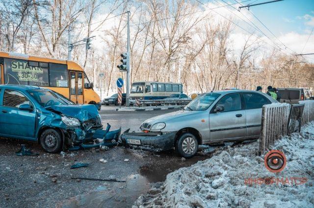 В Днепре произошло ДТП: пострадали четыре человека
