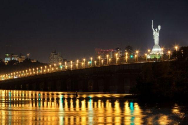 В Киеве частично ограничат трафик на мосту Патона