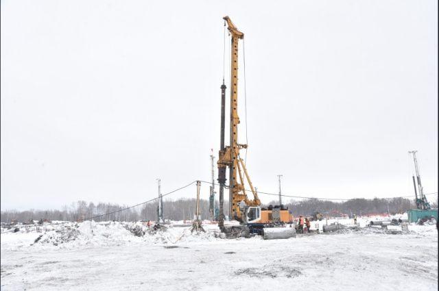 Установка свай на глубину до 41 метра завершится в течение месяца.