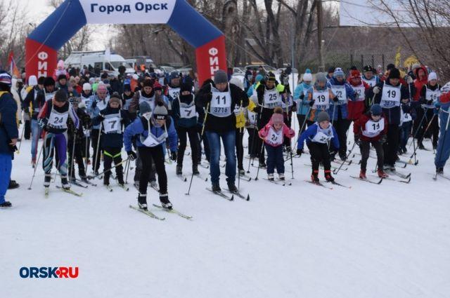 В Орске в «Лыжне России» приняли участие почти 3 тыс. горожан.