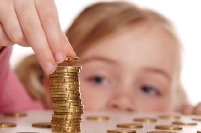 В Украине увеличат размер алиментов на детей: инфографика