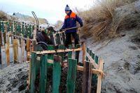 Такие клети остановят разрушение береговой линии.