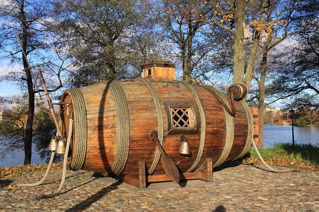 Макет «потаённого судна» в Сестрорецке. Испытание «потаённого судна» происходило в 1721 году в присутствии Петра I на реке Неве у Галерного двора.