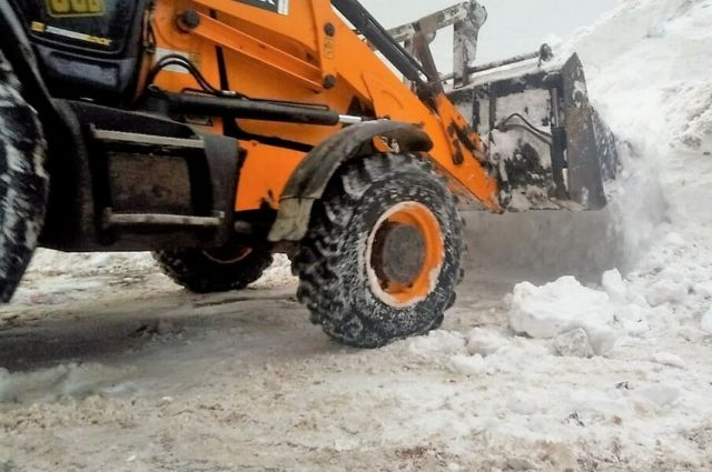 Мэрия города Новосибирска обращается к водителям с просьбой на время уборки улиц от снега не оставлять автомобили вдоль дорог.