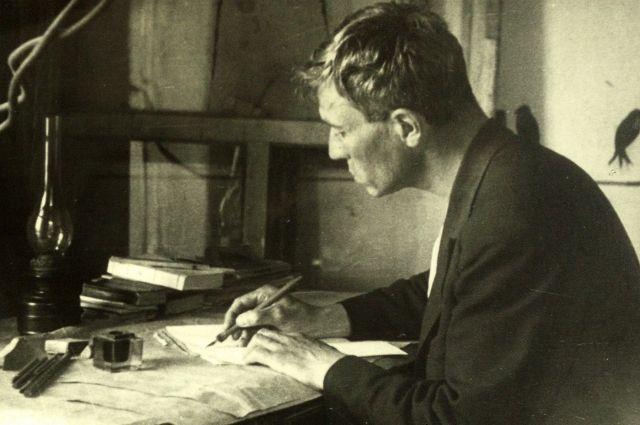 В Чистополе Пастернак начал работу над романом «Доктор Живаго».