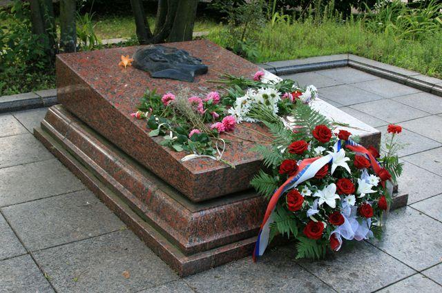 Могила Николая Кузнецова на Холме Славы во Львове.