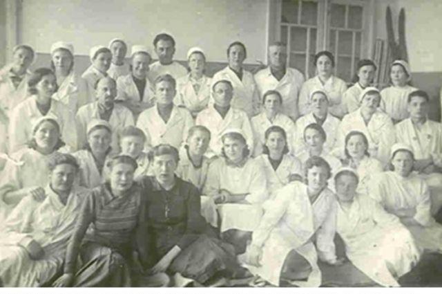 Медицинский персонал госпиталя №3629 в марте 1944 года.
