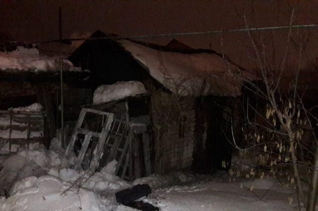 В Оренбурге вспыхнул сарай, погиб один человек